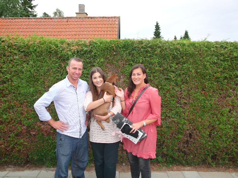 Aiko med sin nye familie (Frk. Pink)