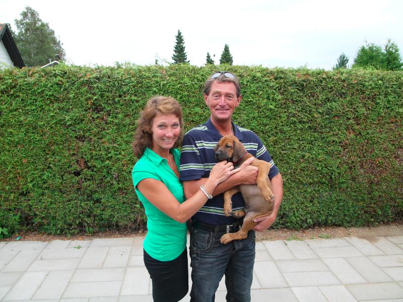 Rex med sin nye familie (Hr. Rød)